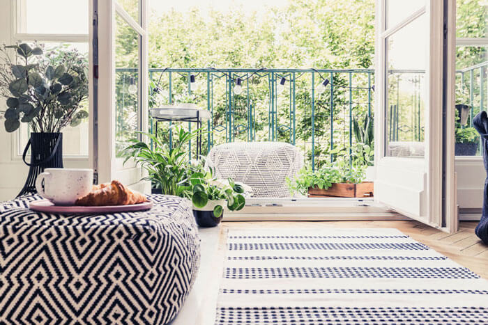 Attraktive Wohnung mieten mit Blick auf den Balkon