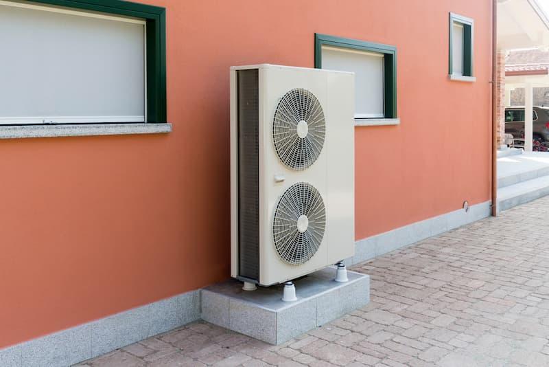Beispiel für eine Wärmepumpenheizung an einem Haus