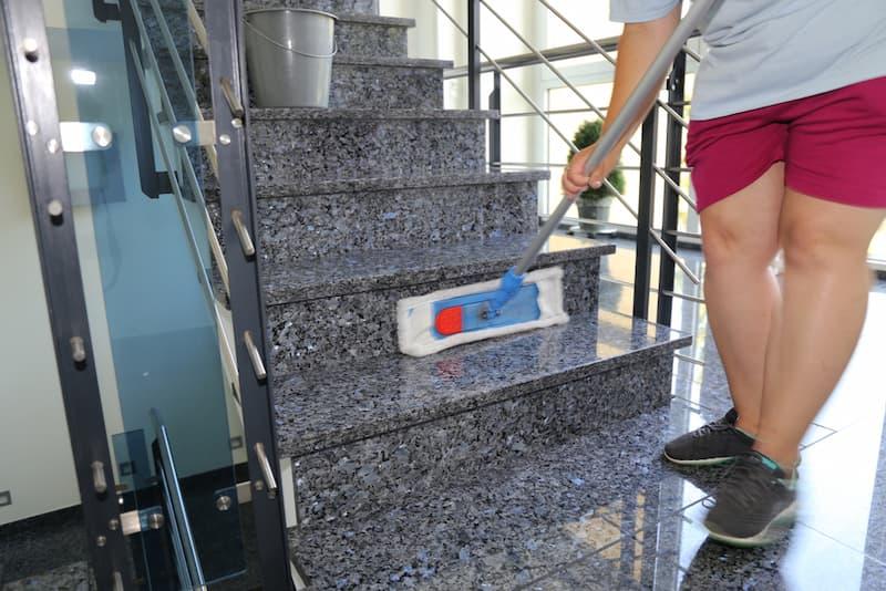 Treppenhausreinigung – wer ist verantwortlich?